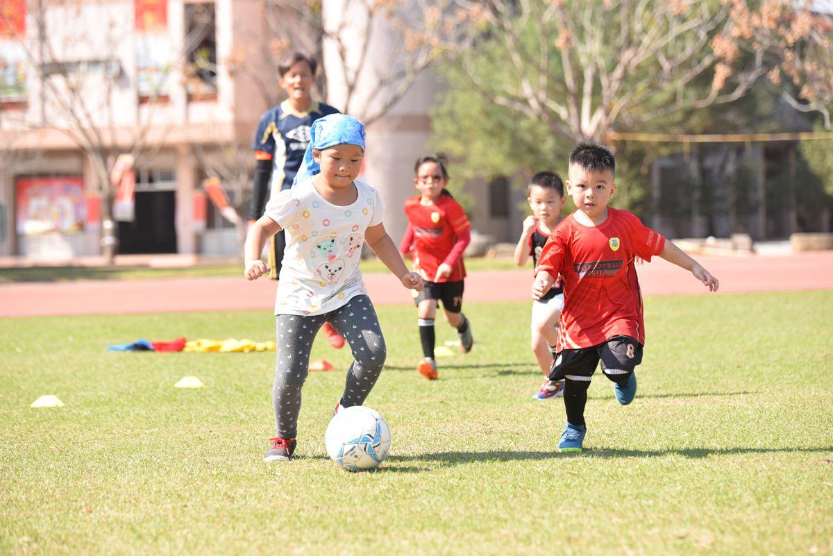 埔里山城足球俱樂部幼齡的孩子們。