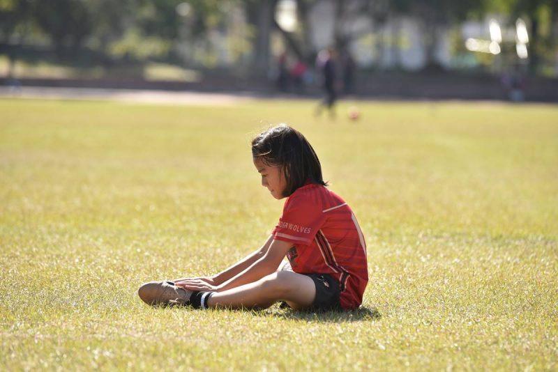 當在足球上跌倒或遇到挫折,是時候該思考如何站起來繼續奮戰。(牛爸/攝影)