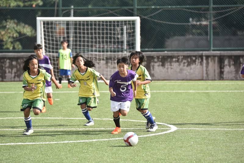 南投縣運足球賽,小男組獲得全縣冠軍,球員來自鎮上4間小學足球菁英。