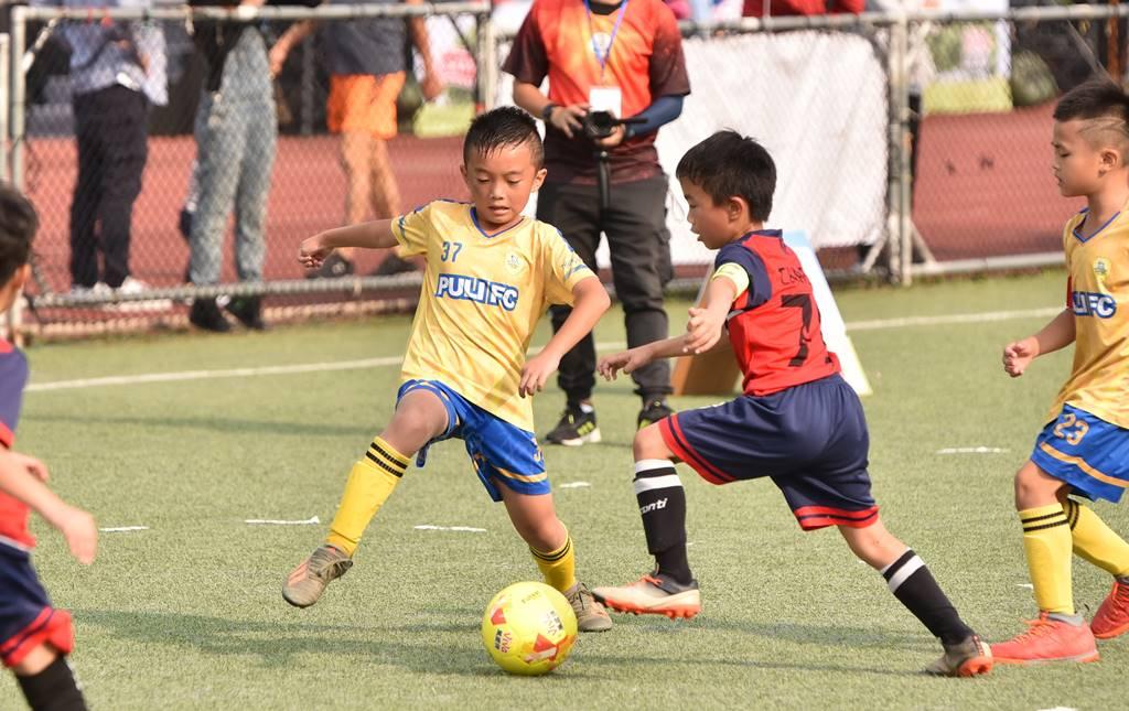 PULI FC埔里山城足球俱樂部首次北上參與萬歲堅果盃比賽,張泰豪多次抄截,協助隊友進球。(圖/牛爸攝)