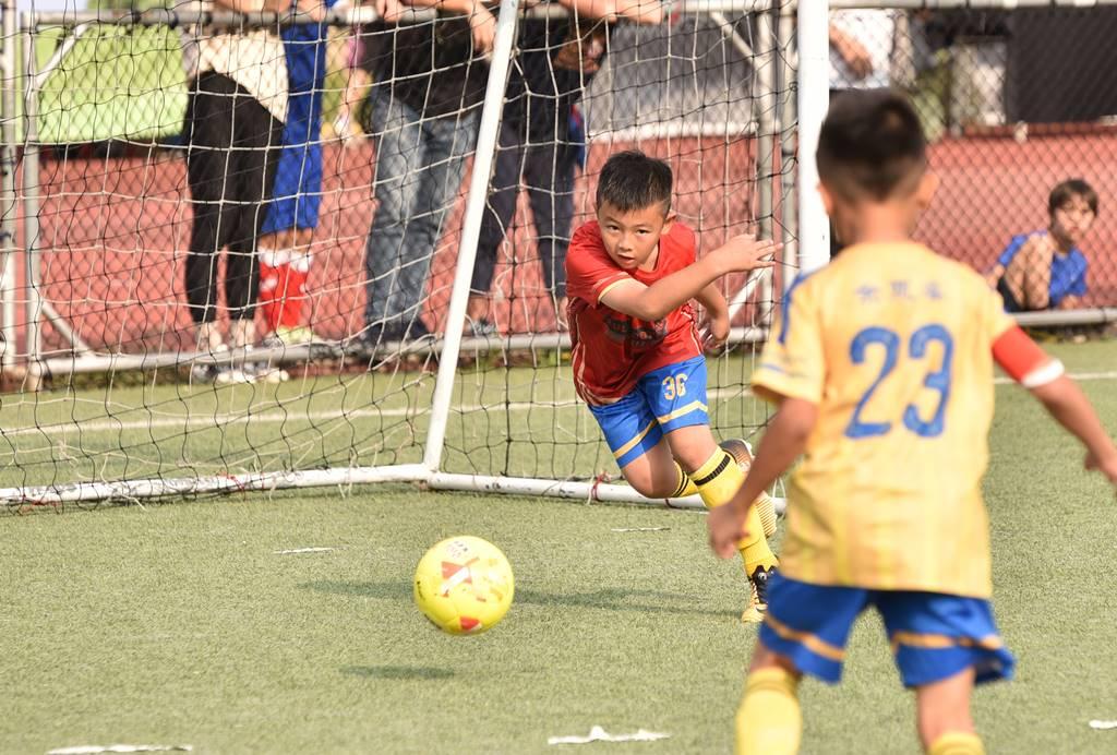 PULI FC埔里山城足球俱樂部首次北上參與萬歲堅果盃比賽,守門員林承祐表現搶眼。(圖/牛爸攝)