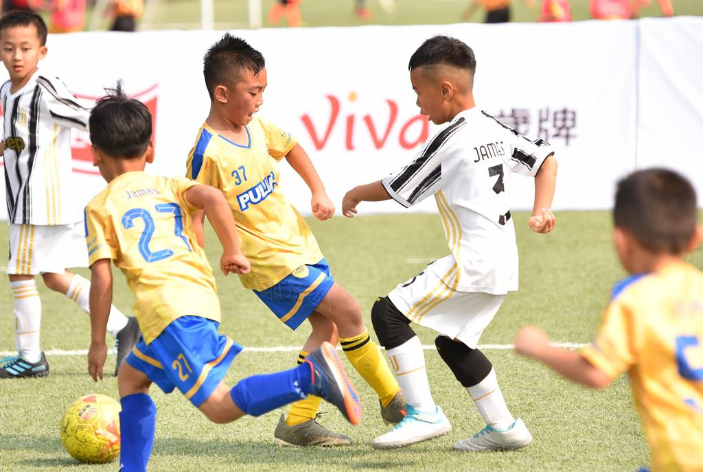 PULI FC埔里山城足球俱樂部首次北上參與萬歲堅果盃比賽,對上桃園捷豹隊時,雙方爭球相當猛烈。(圖/牛爸攝)